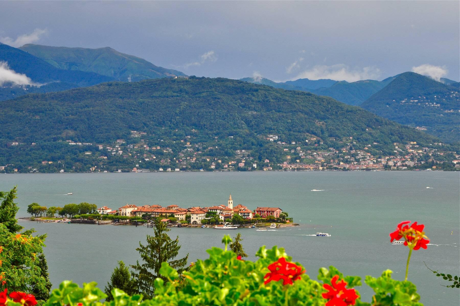 Villa in Vendita a Stresa: 5 locali, 364 mq - Foto 1