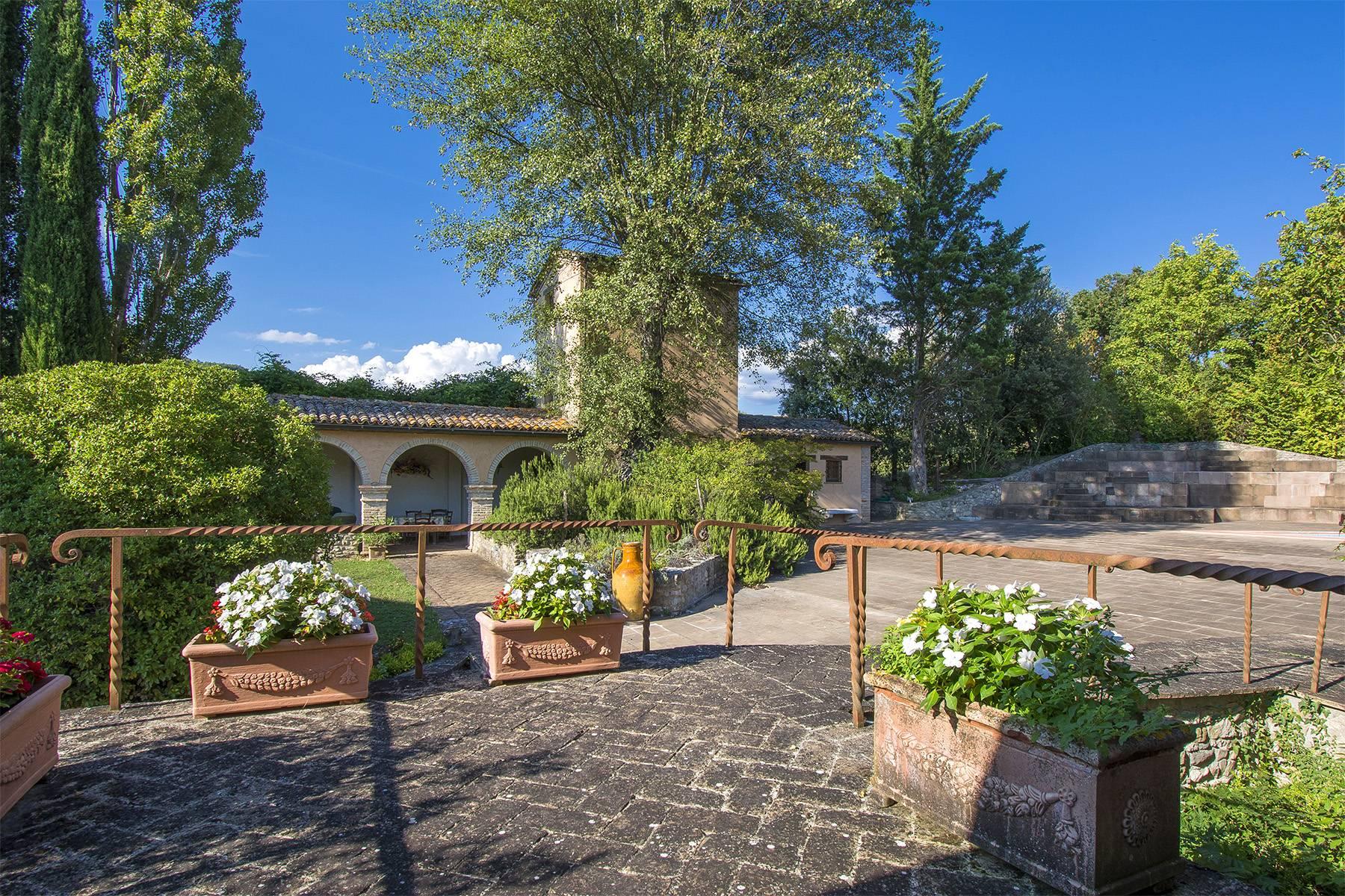 Rustico in Vendita a Montone: 5 locali, 700 mq - Foto 1