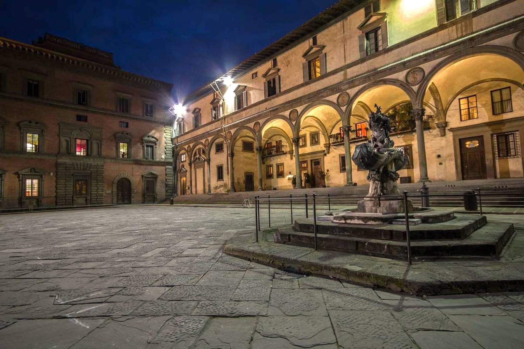 Appartamento in Vendita a Firenze piazza della santissima annunziata