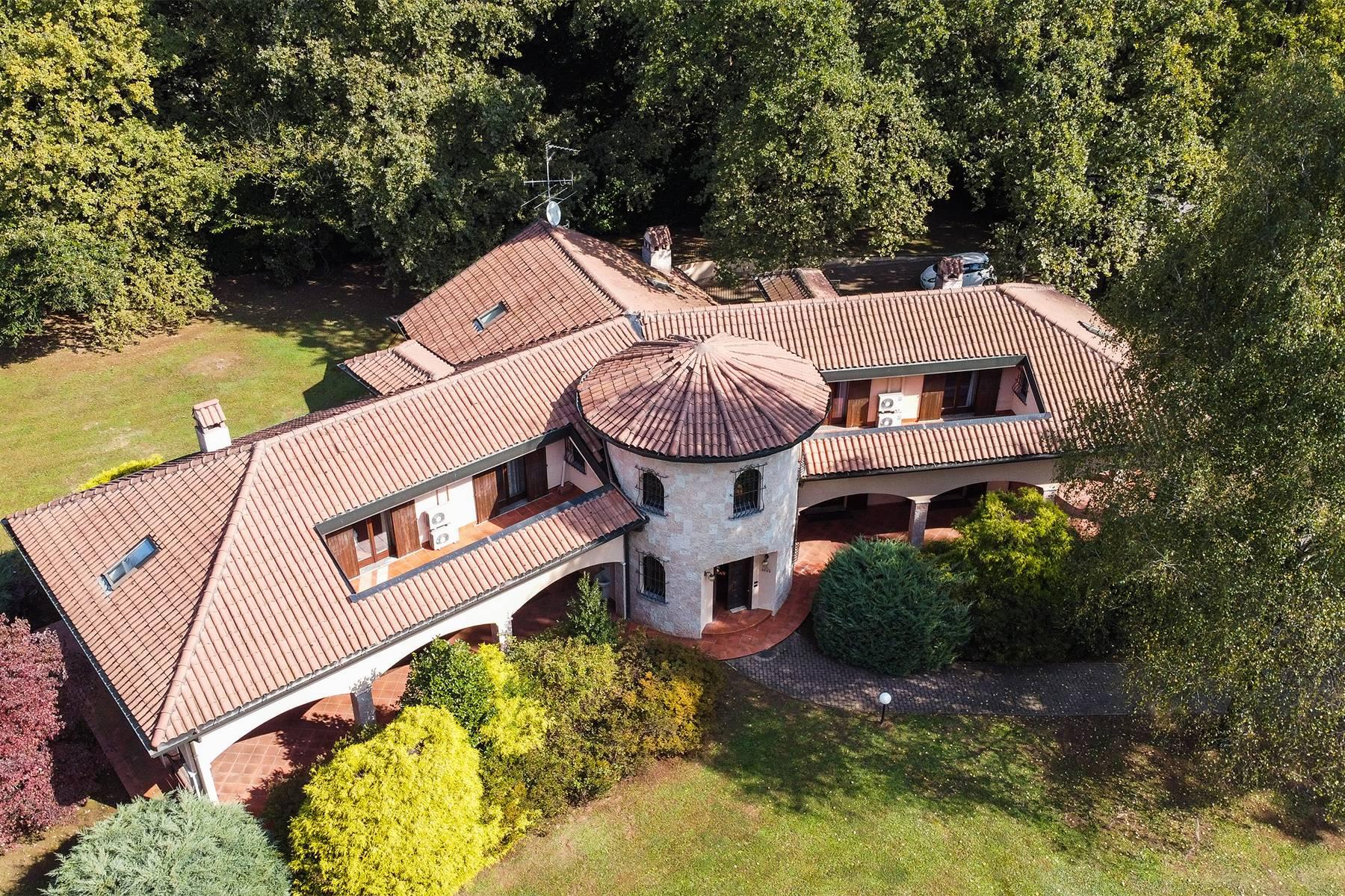 Villa in Vendita a Guanzate: 5 locali, 800 mq