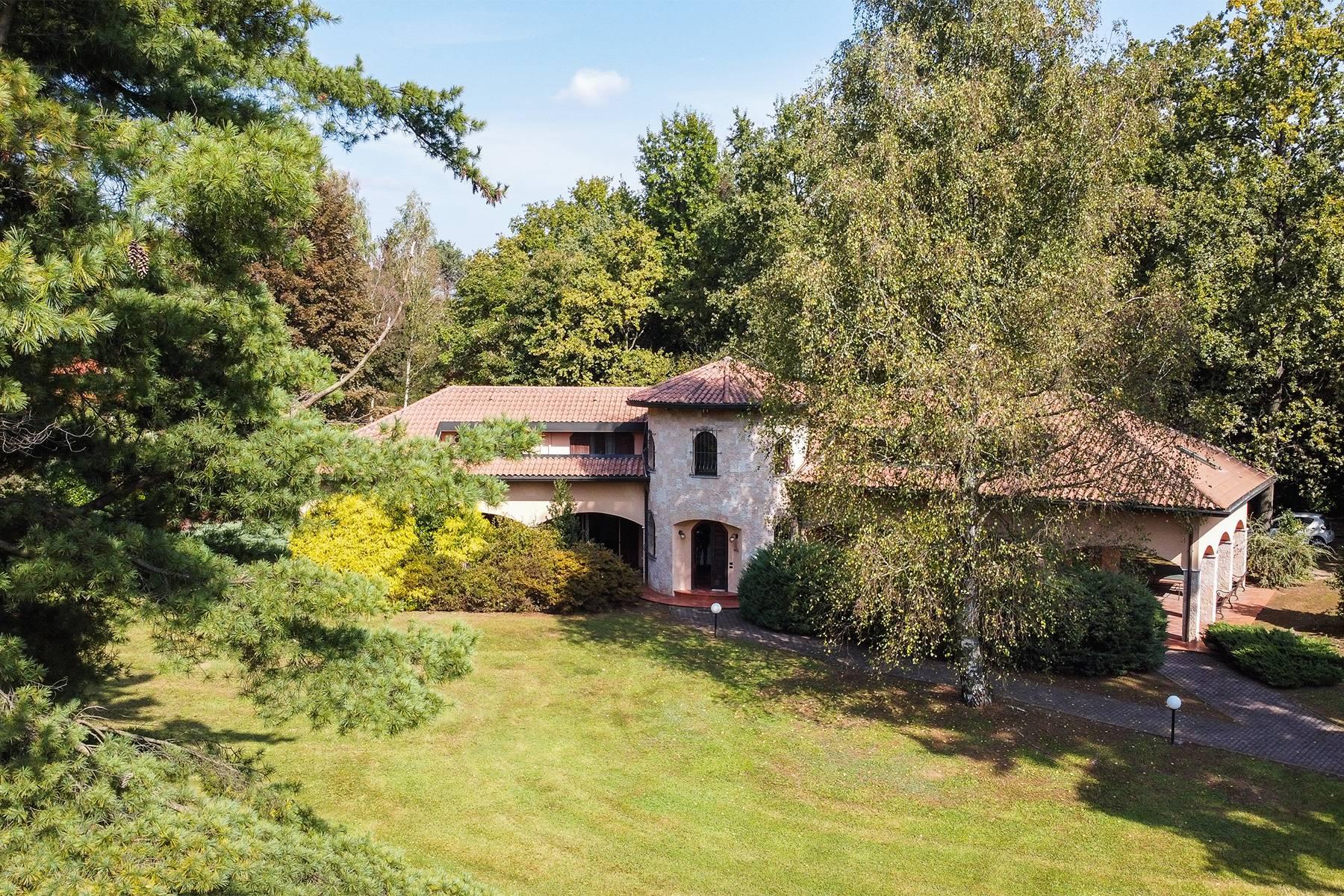 Villa in Vendita a Guanzate: 5 locali, 800 mq - Foto 2