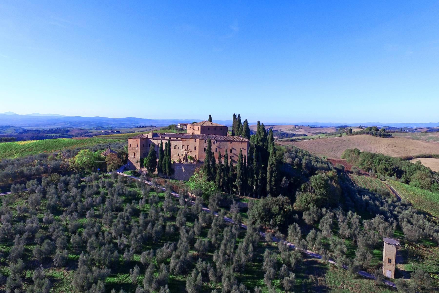 Villa in Vendita a Montalcino: 5 locali, 3800 mq - Foto 2