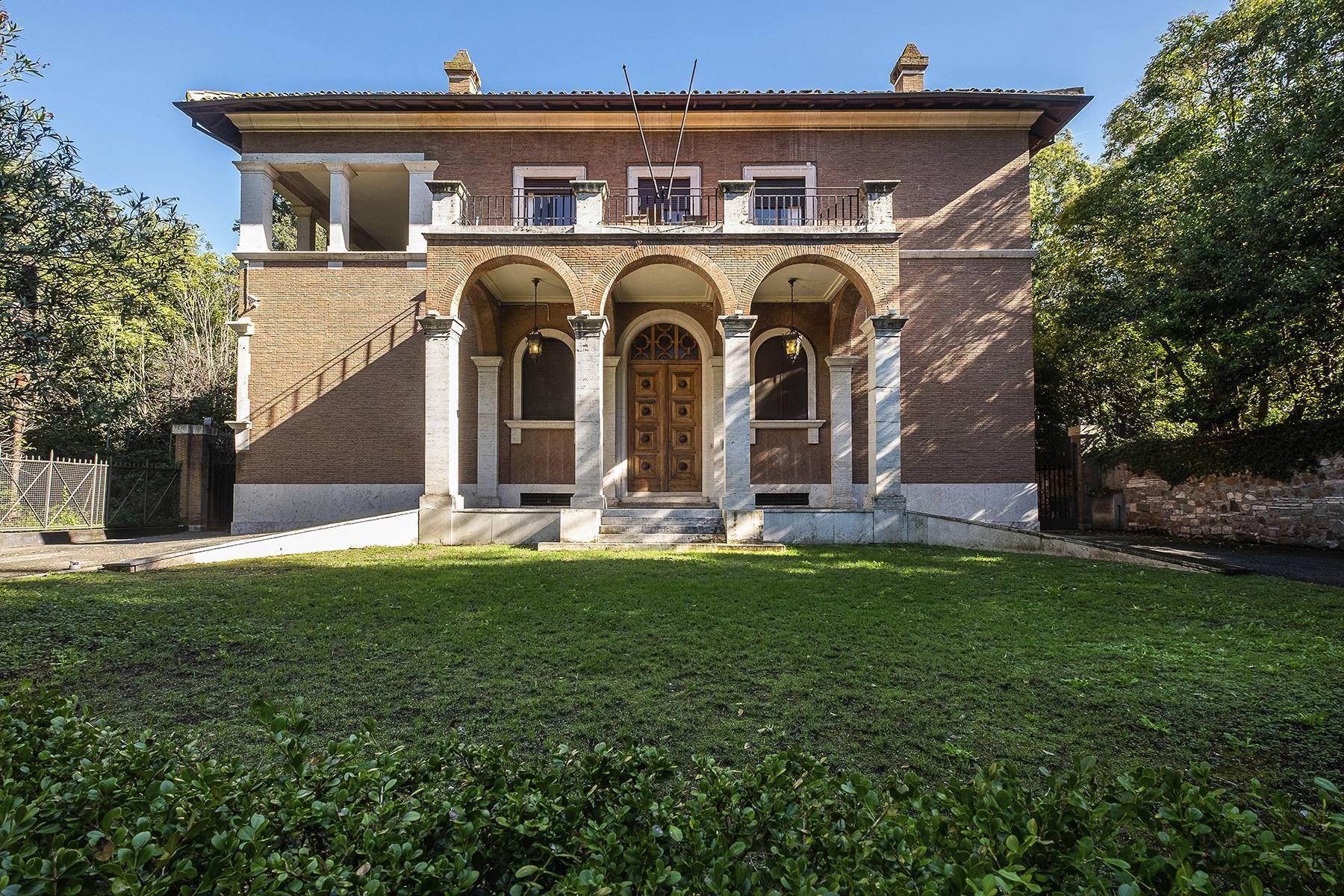 Villa in Vendita a Roma via di valle delle camene