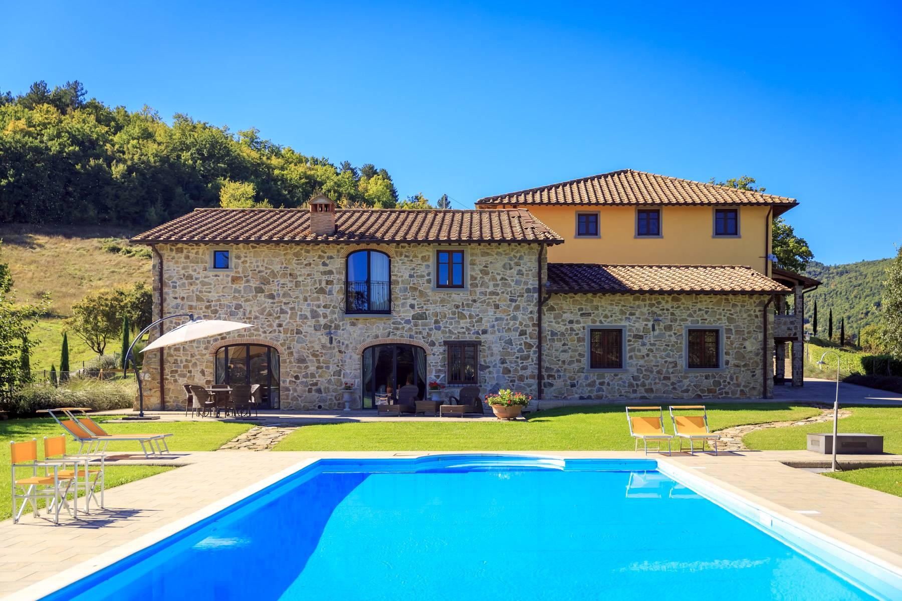 Villa in Vendita a Poppi: 5 locali, 1075 mq