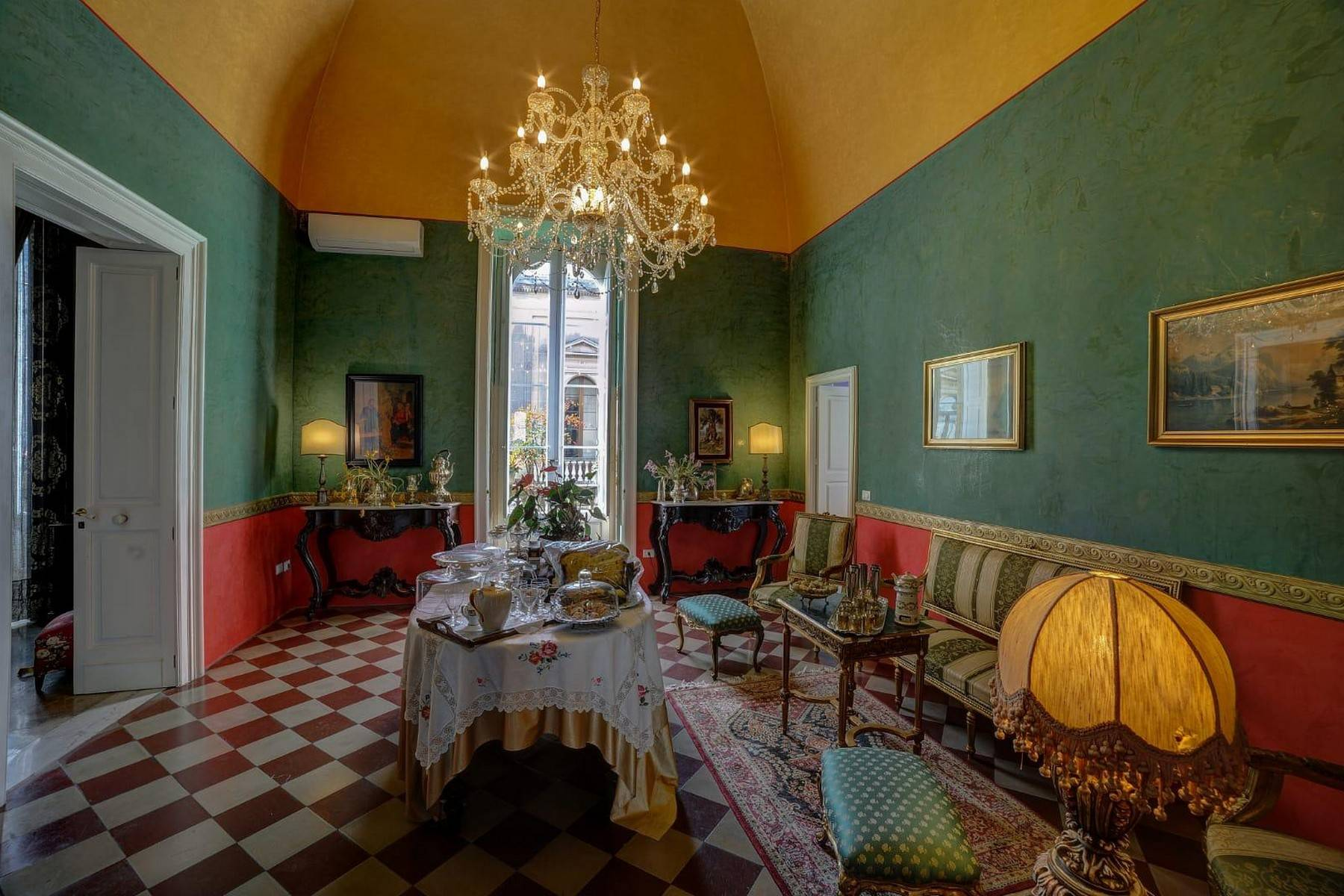Palazzo in Vendita a Galatina: 5 locali, 400 mq