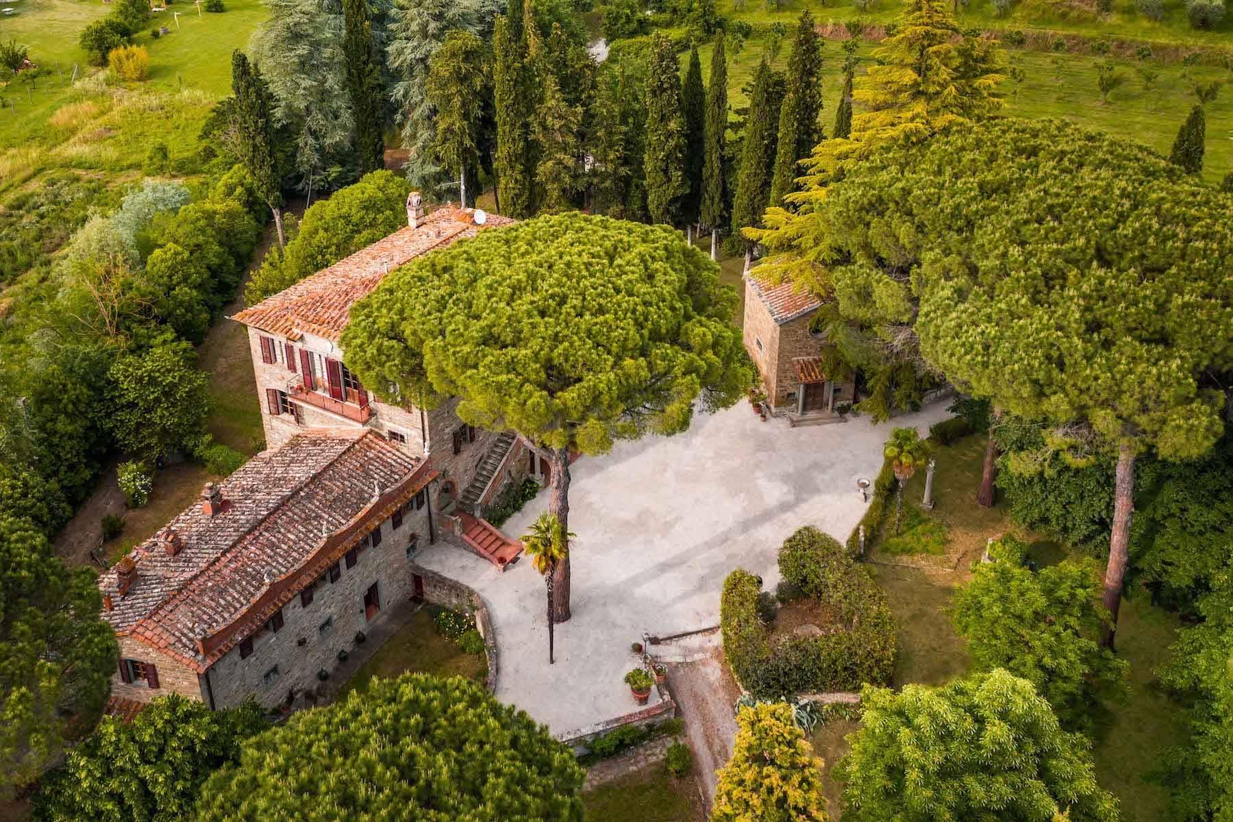 Villa in Vendita a Cortona: 5 locali, 985 mq - Foto 2