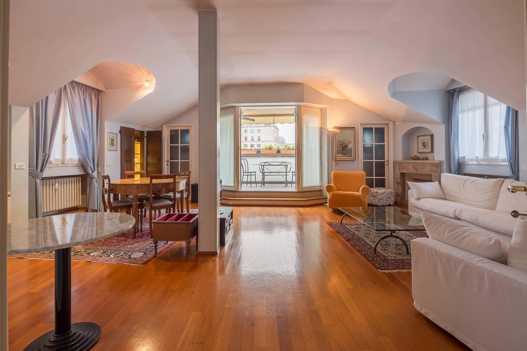 Appartamento in Affitto a Milano corso monforte