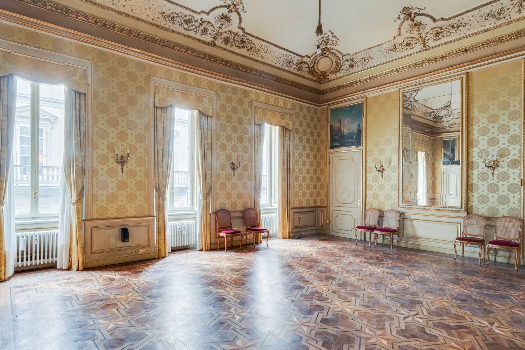 Appartamento in Vendita a Torino: 5 locali, 950 mq - Foto 2