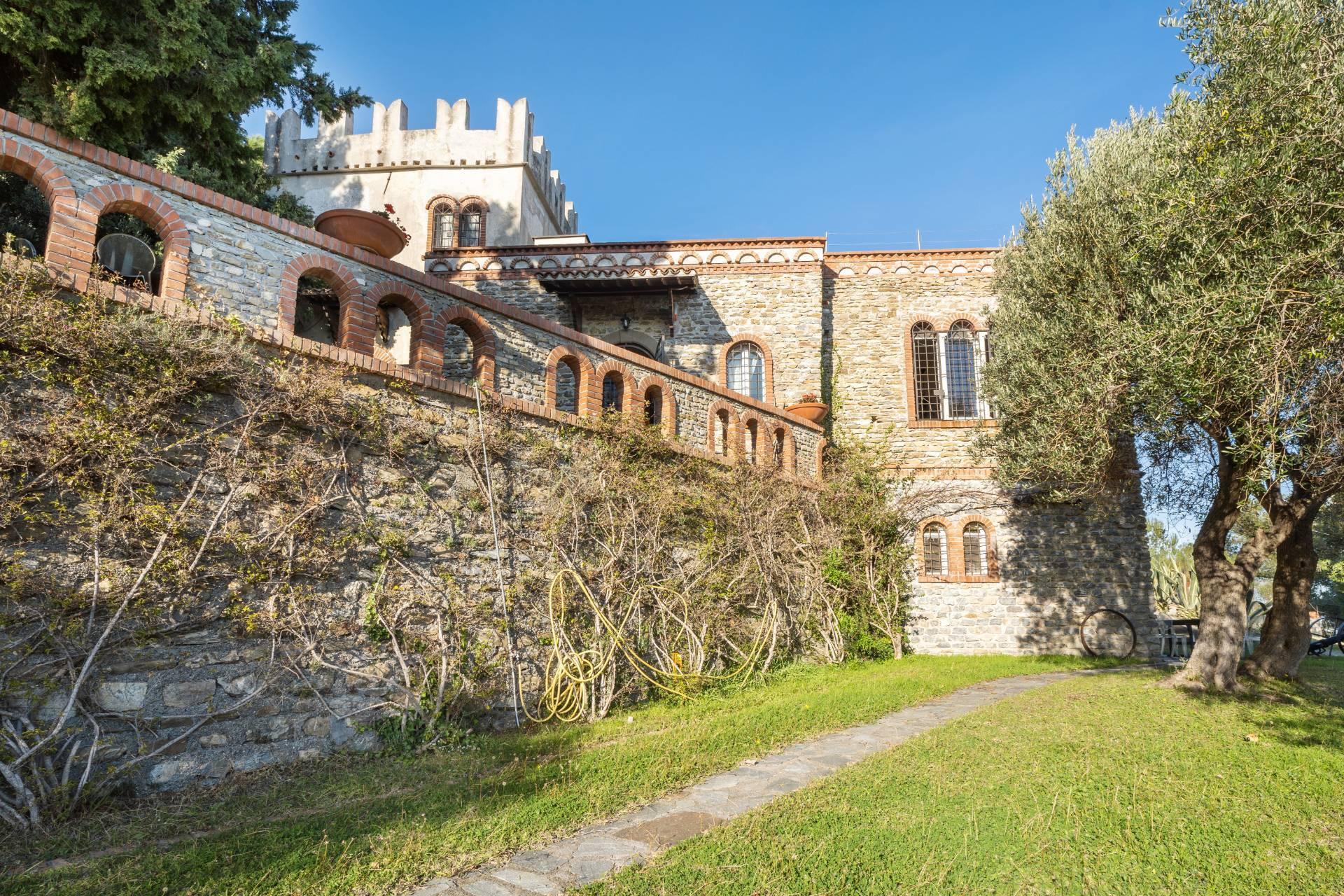 Villa in Vendita a Albenga: 5 locali, 218 mq - Foto 1