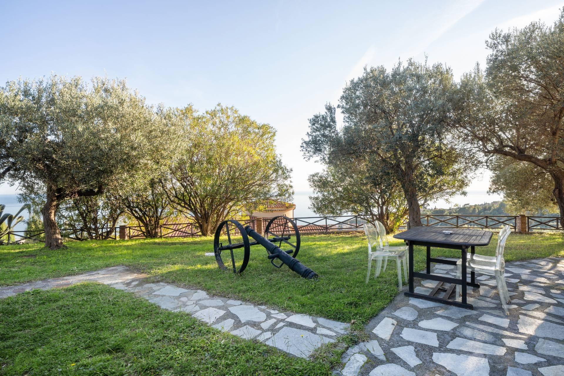 Villa in Vendita a Albenga: 5 locali, 218 mq - Foto 12