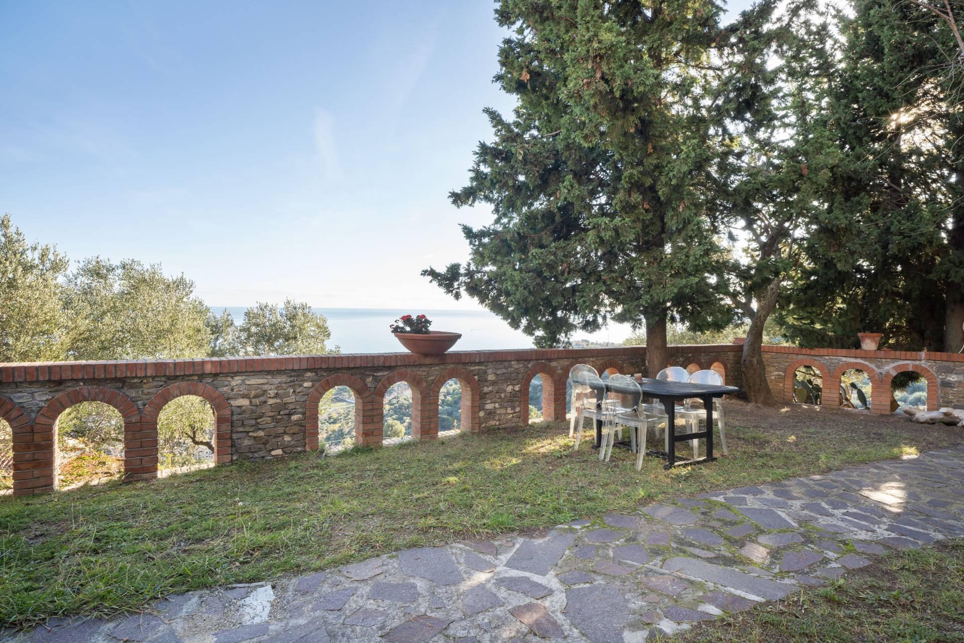 Villa in Vendita a Albenga: 5 locali, 218 mq - Foto 3
