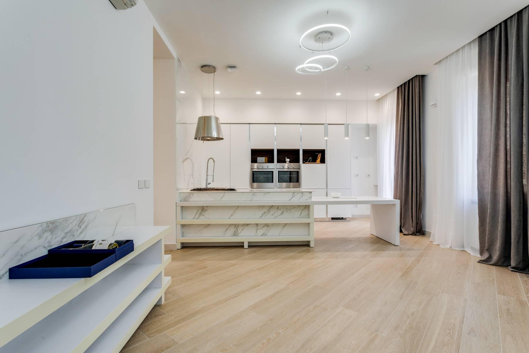 Appartamento in Affitto a Verona: 5 locali, 285 mq - Foto 2