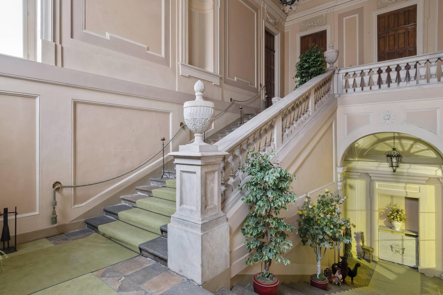 Appartamento in Vendita a Torino: 5 locali, 543 mq - Foto 2
