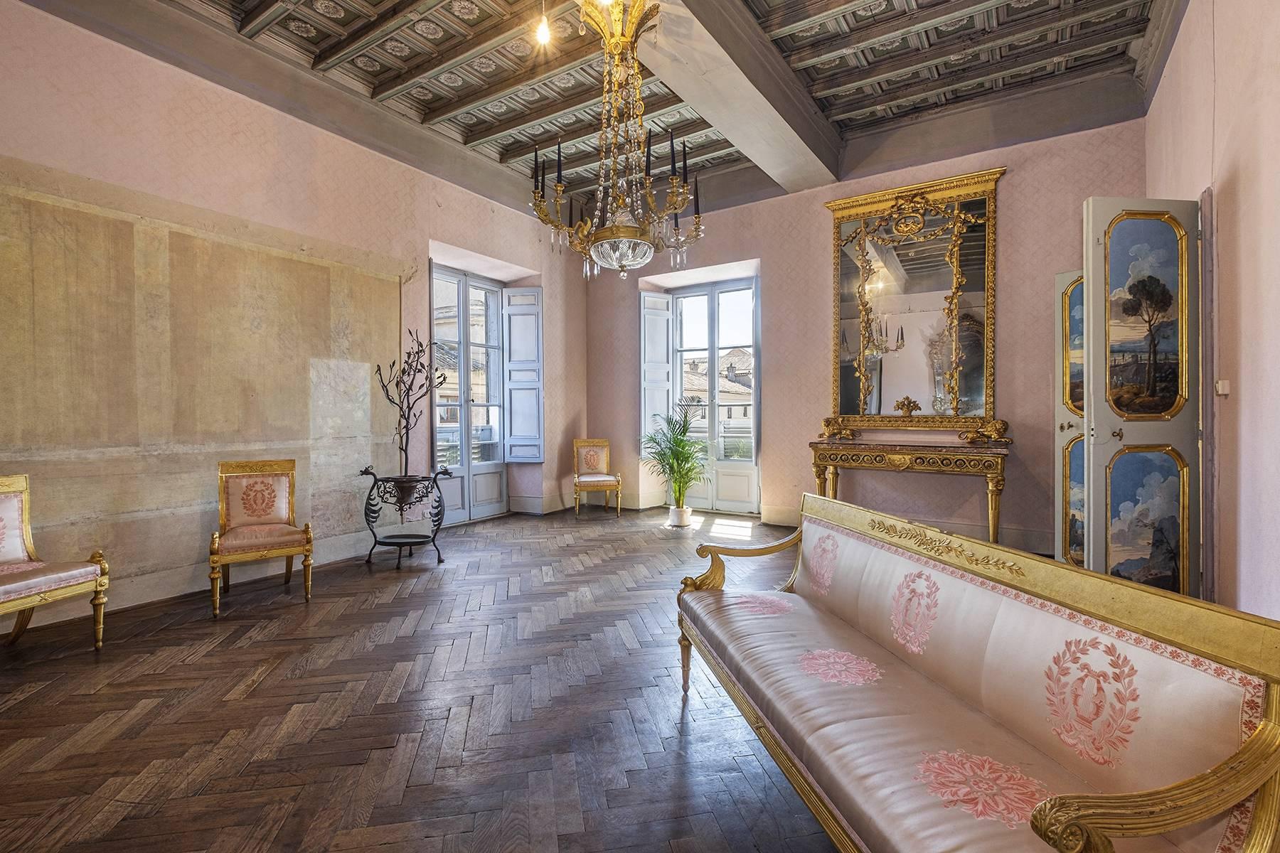 Appartamento in Vendita a Roma via degli orsini