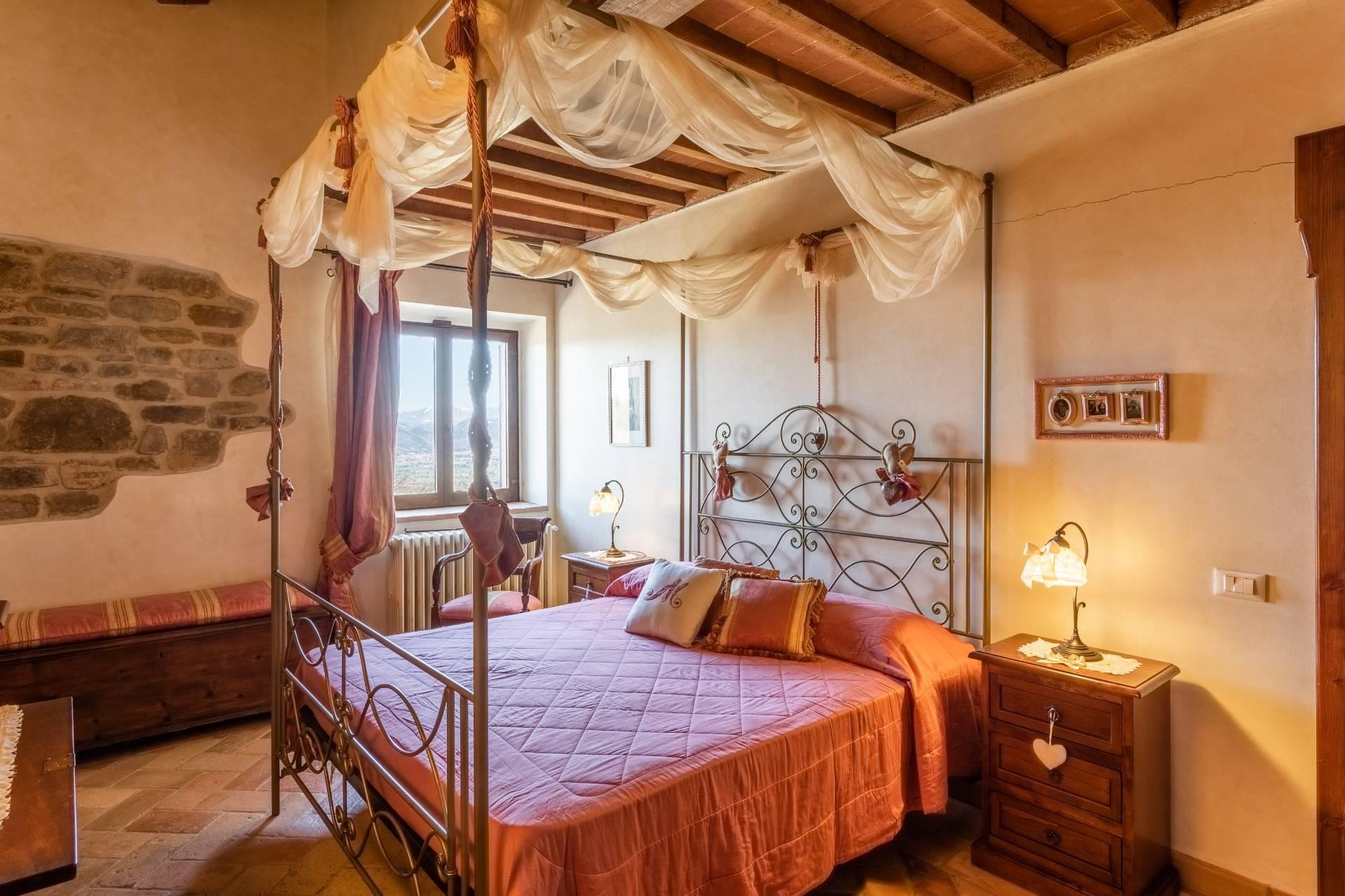 Villa in Vendita a Gubbio: 5 locali, 800 mq - Foto 28