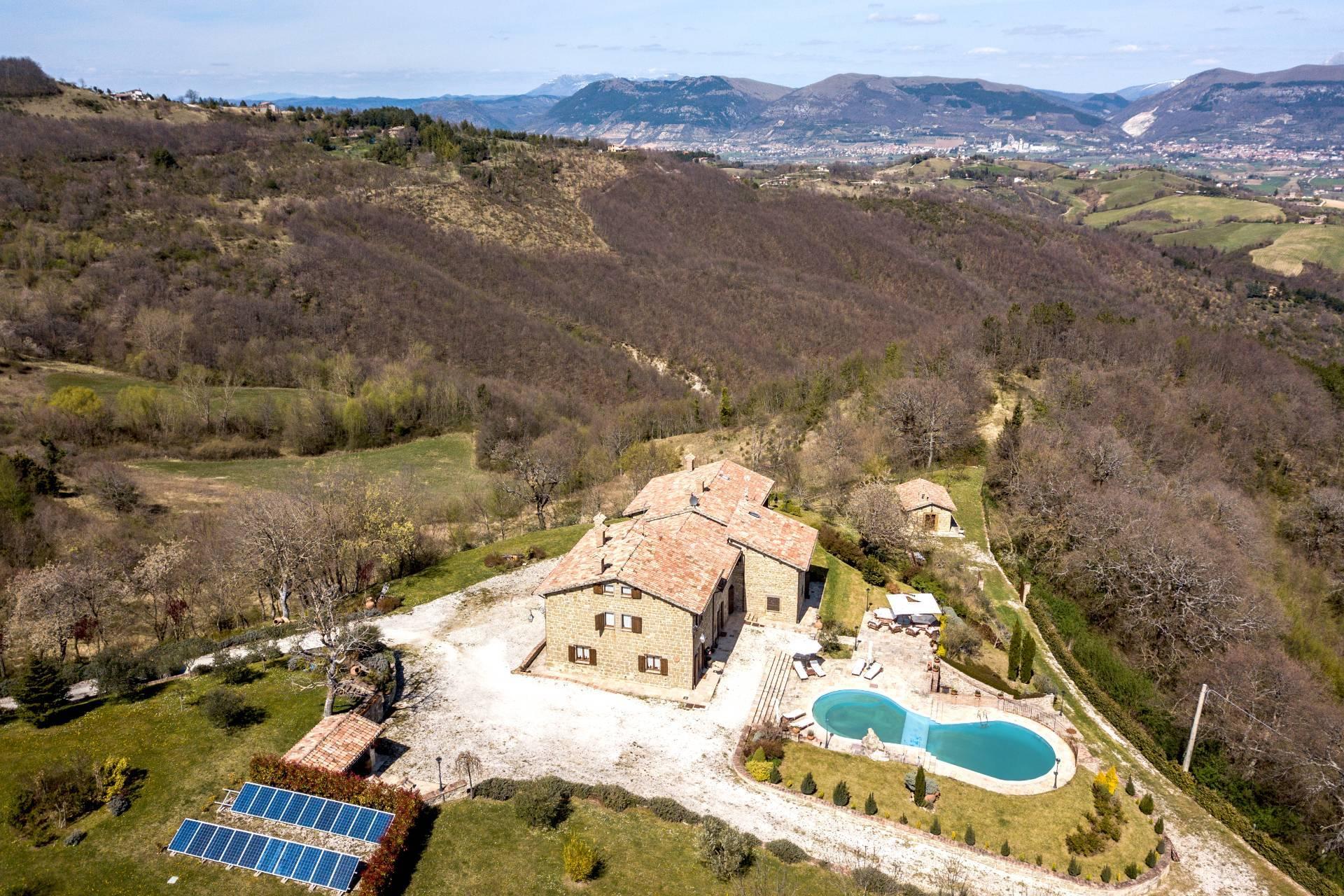 Villa in Vendita a Gubbio: 5 locali, 800 mq - Foto 2
