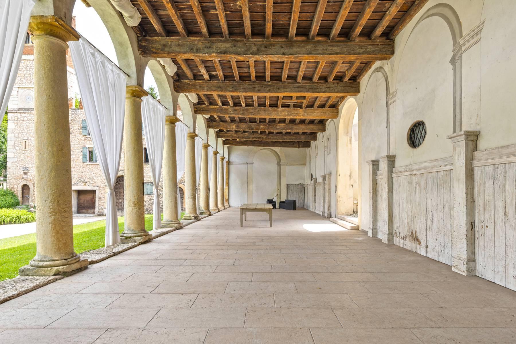 Villa in Vendita a Verona: 5 locali, 2400 mq - Foto 4