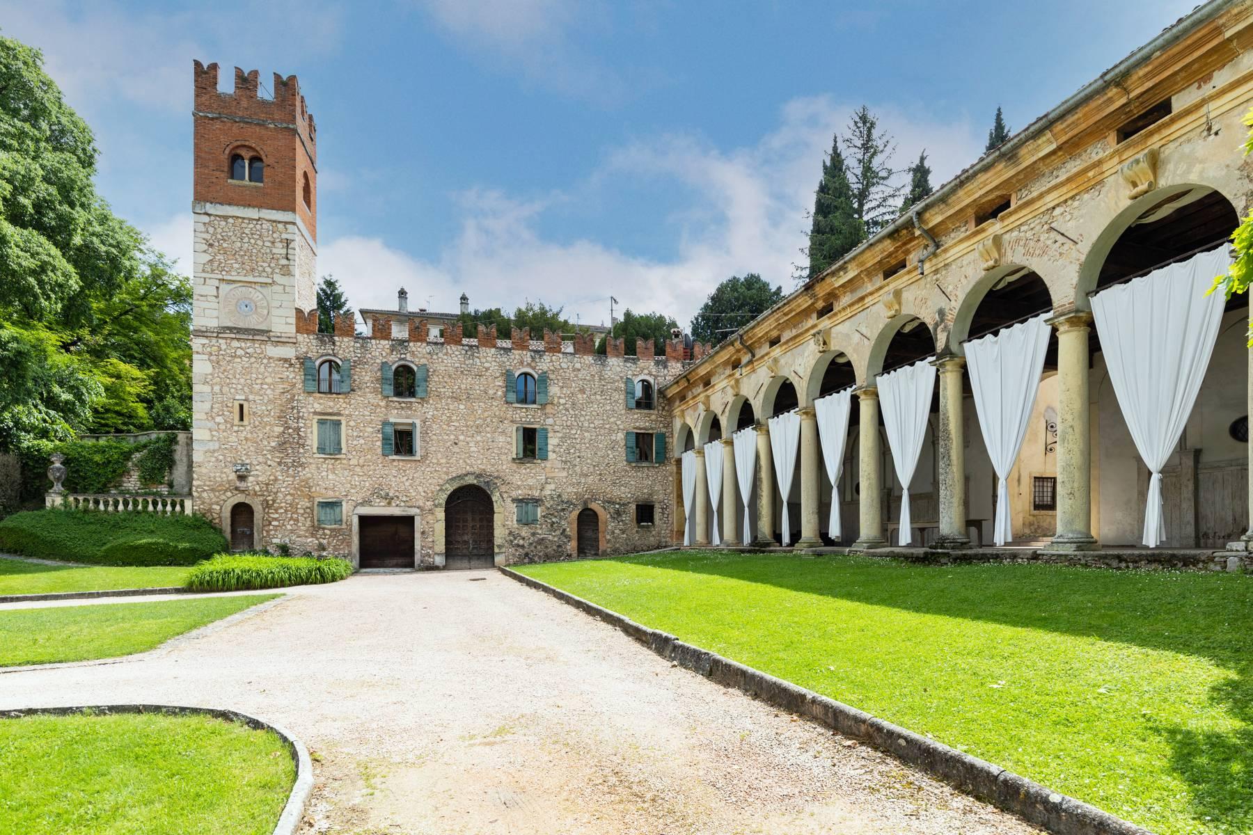Villa in Vendita a Verona: 5 locali, 2400 mq - Foto 7