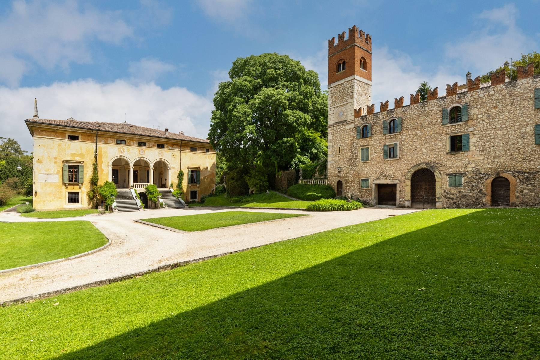 Villa in Vendita a Verona: 5 locali, 2400 mq - Foto 6