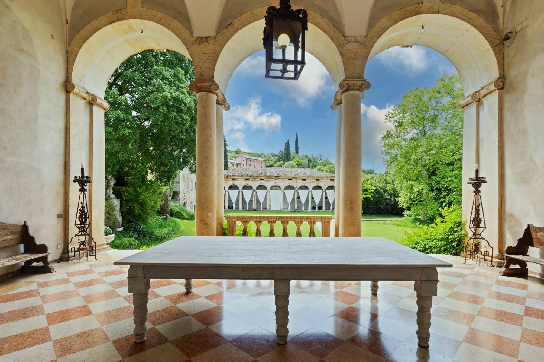 Villa in Vendita a Verona: 5 locali, 2400 mq - Foto 3