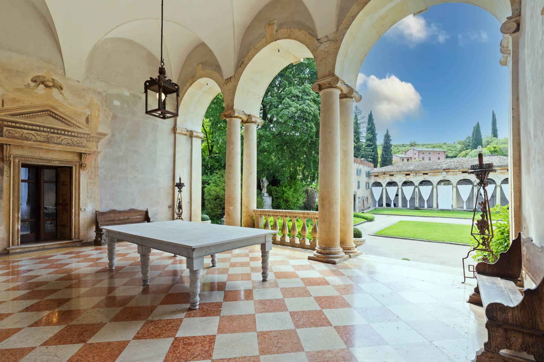 Villa in Vendita a Verona: 5 locali, 2400 mq - Foto 2