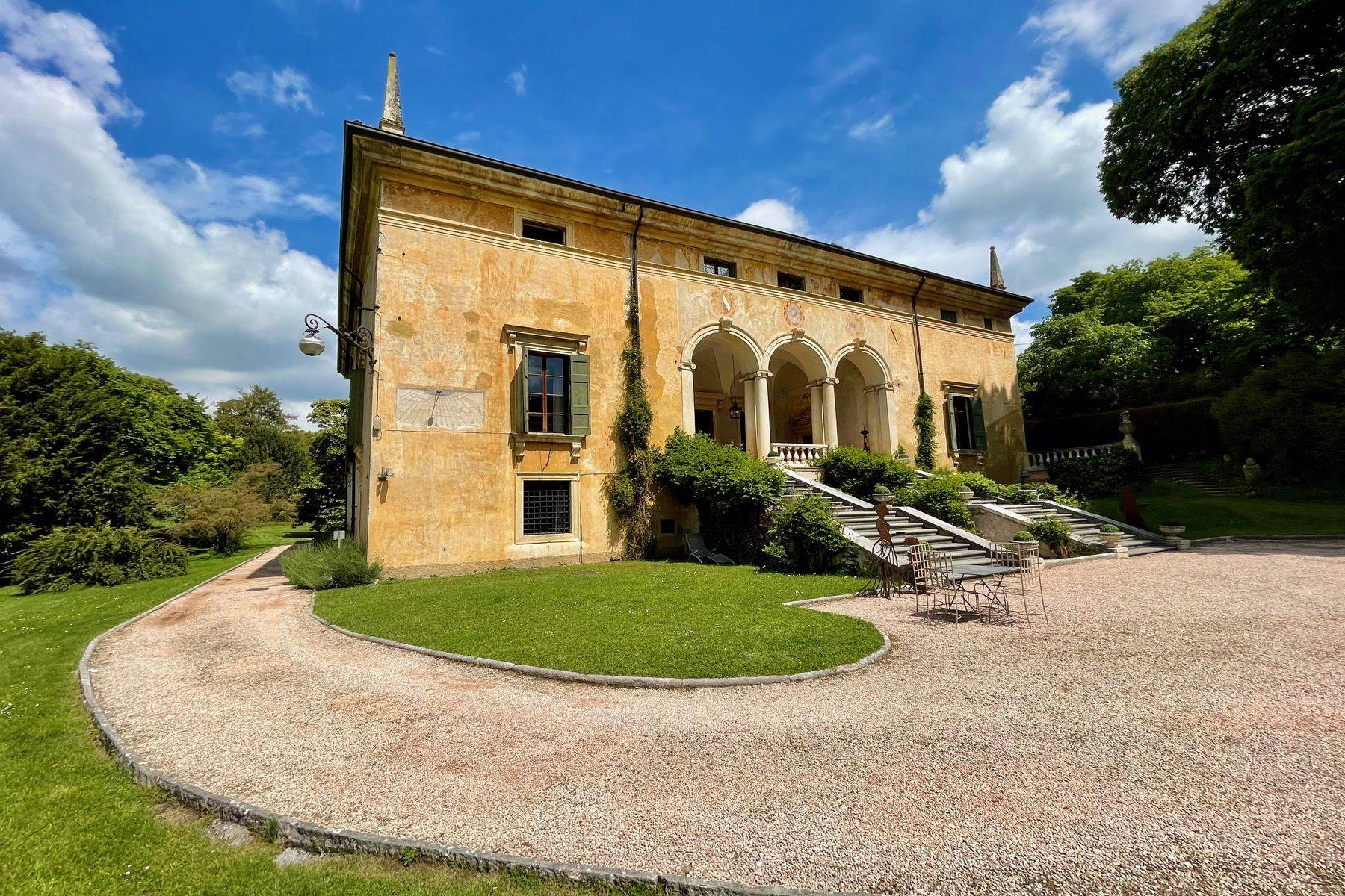 Villa in Vendita a Verona: 5 locali, 2400 mq - Foto 1