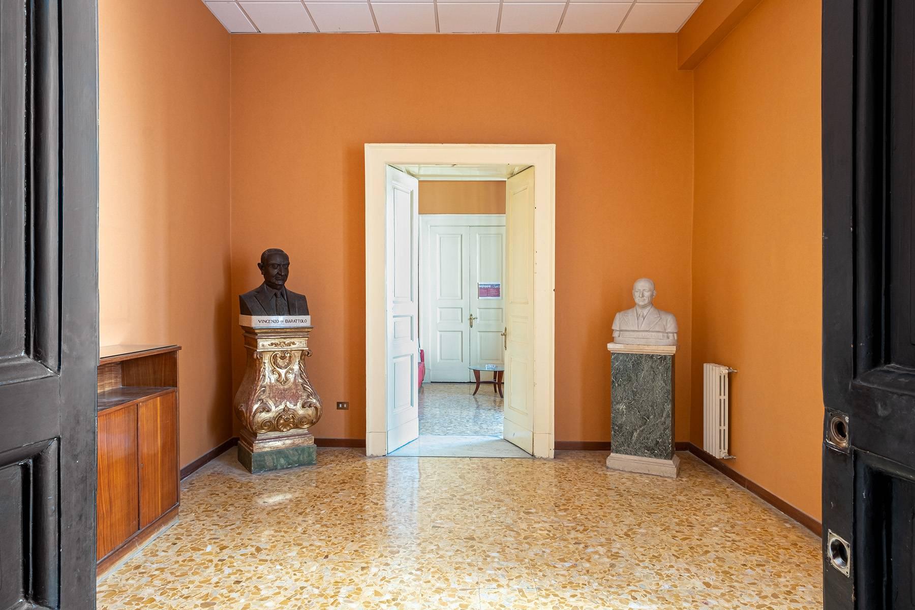 Appartamento in Affitto a Napoli: 5 locali, 368 mq - Foto 11