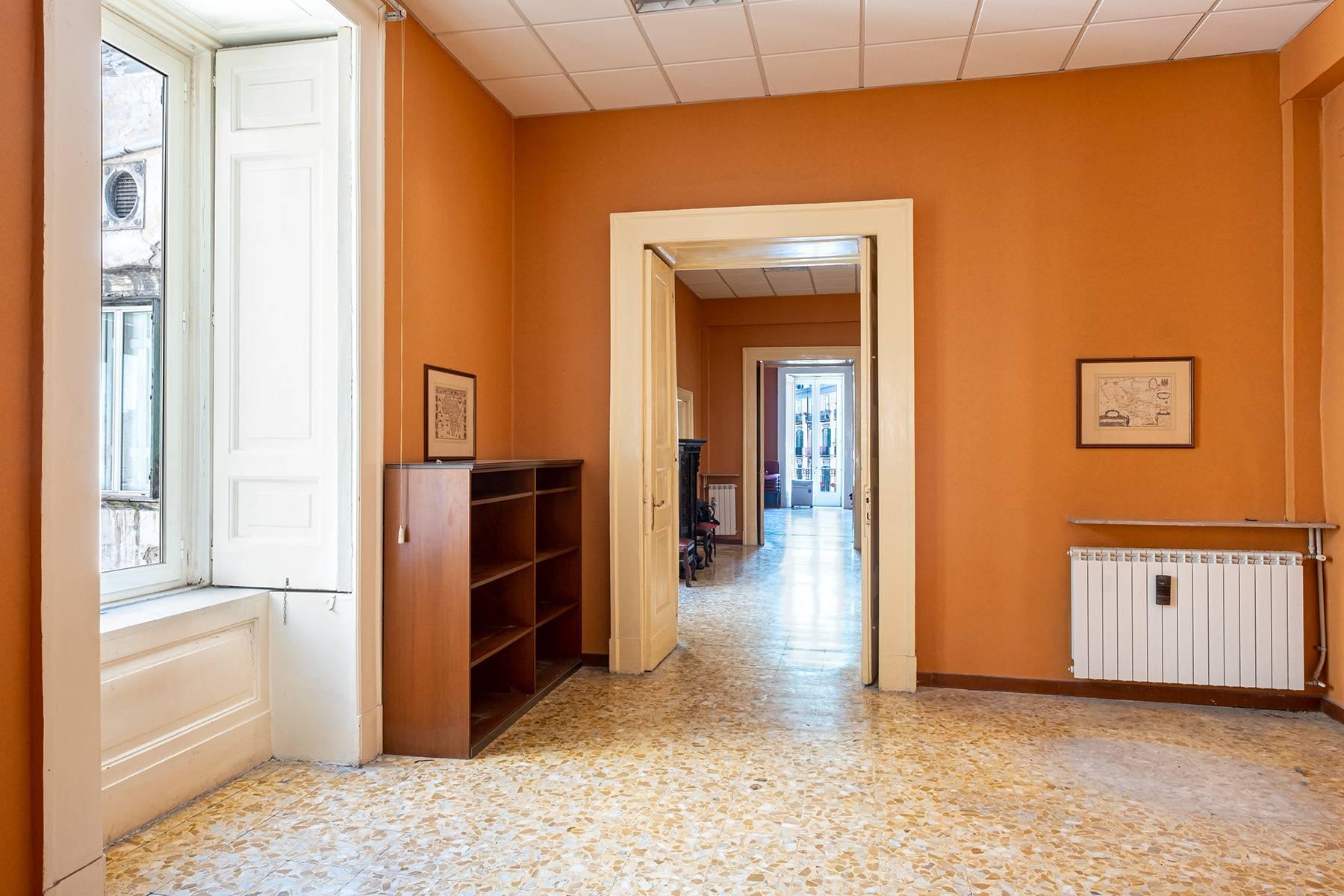 Appartamento in Affitto a Napoli: 5 locali, 368 mq - Foto 14