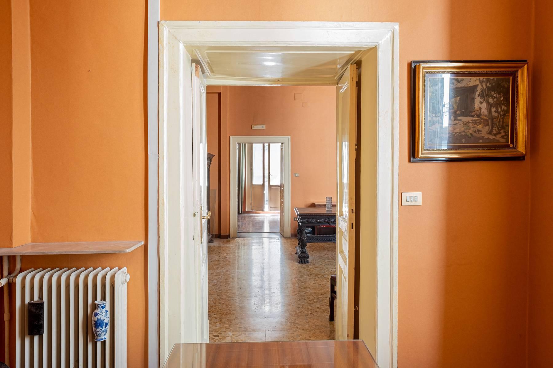 Appartamento in Affitto a Napoli: 5 locali, 368 mq - Foto 12