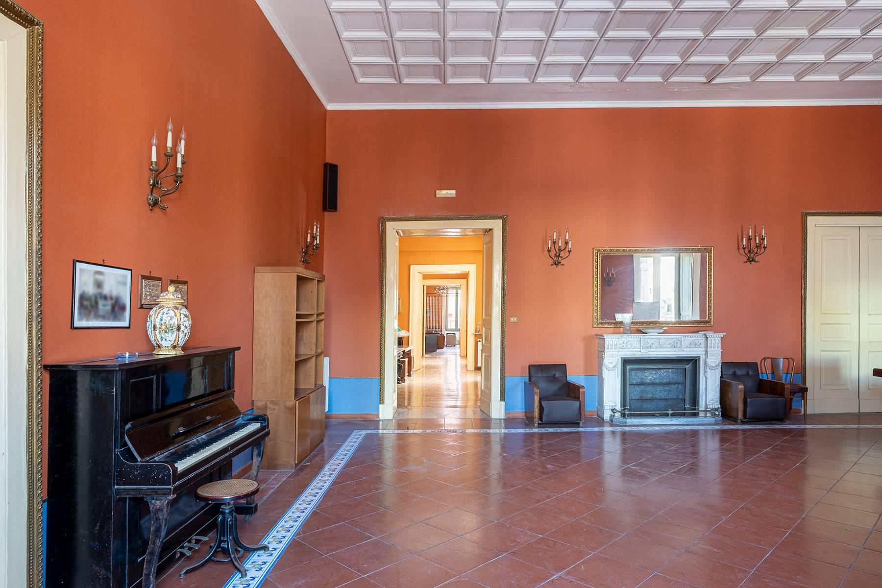 Appartamento in Affitto a Napoli: 5 locali, 368 mq - Foto 4