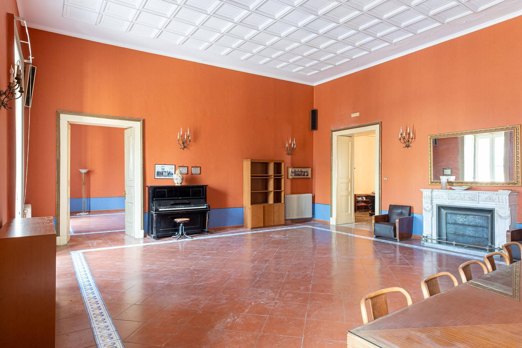 Appartamento in Affitto a Napoli: 5 locali, 368 mq - Foto 7