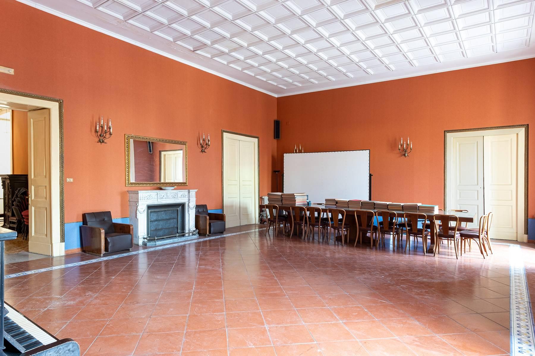 Appartamento in Affitto a Napoli: 5 locali, 368 mq - Foto 9