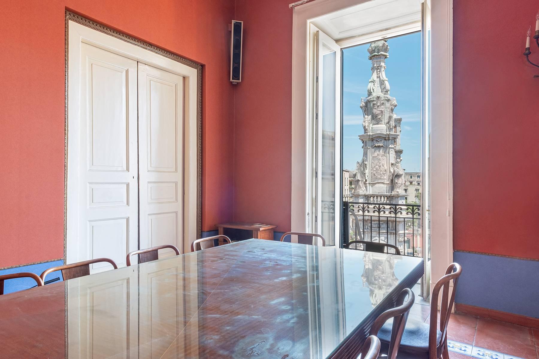 Appartamento in Affitto a Napoli: 5 locali, 368 mq - Foto 2