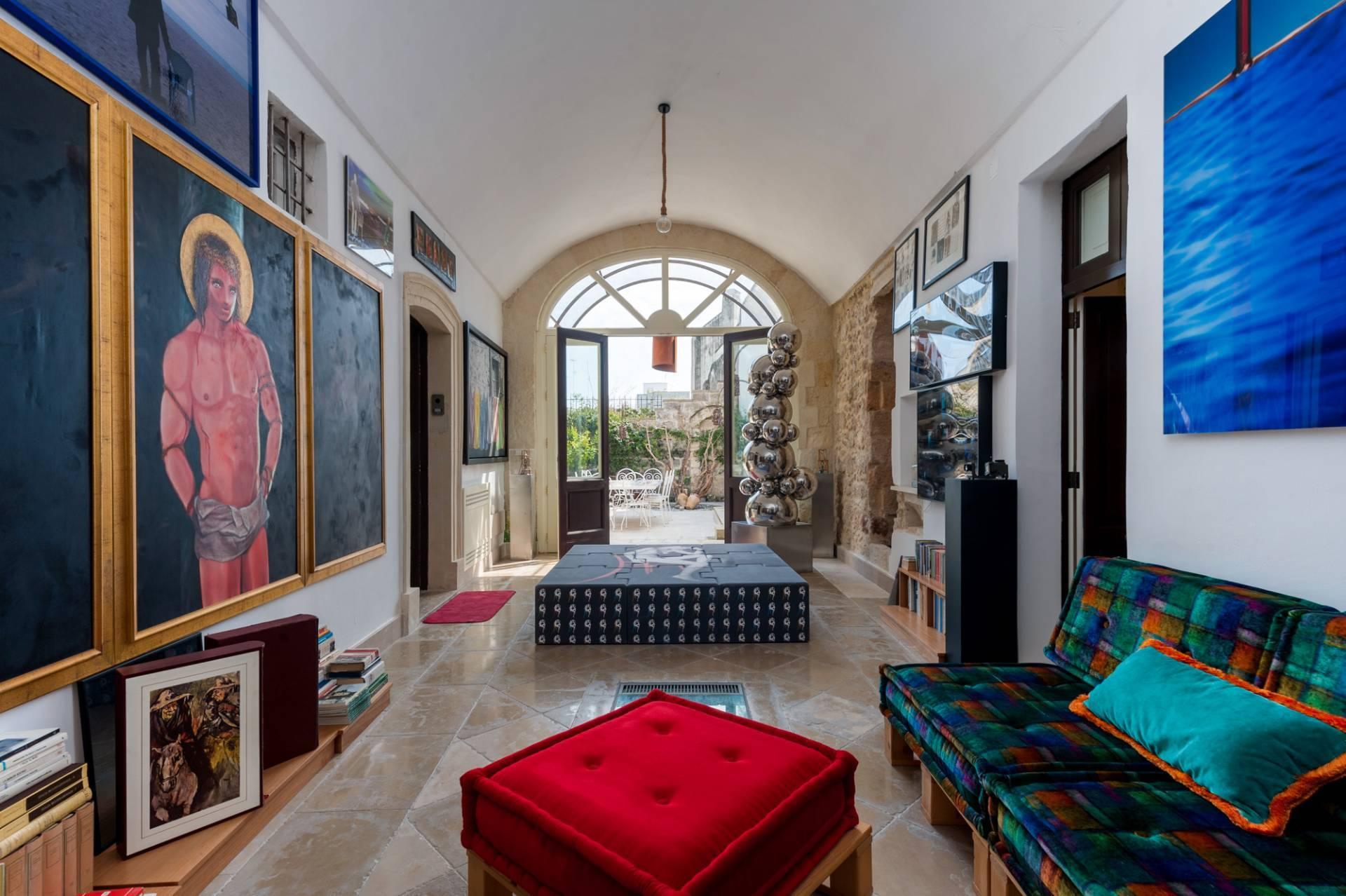 Palazzo in Affitto a Lequile: 5 locali, 500 mq - Foto 1
