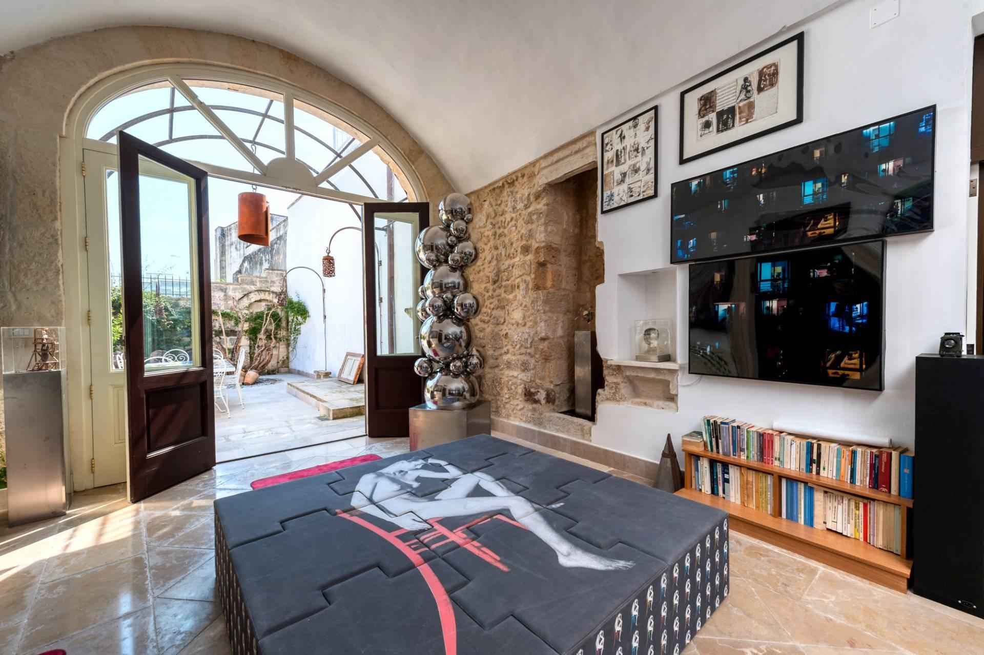 Palazzo in Affitto a Lequile: 5 locali, 500 mq - Foto 3