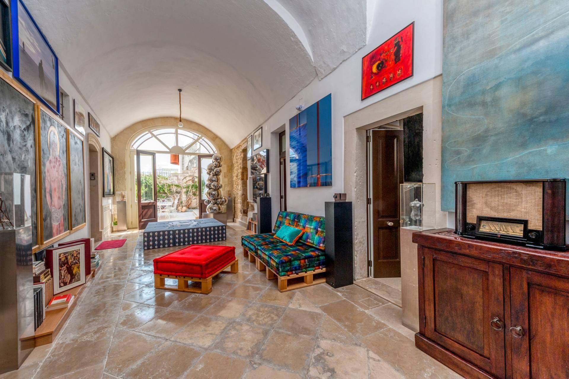 Palazzo in Affitto a Lequile: 5 locali, 500 mq - Foto 4