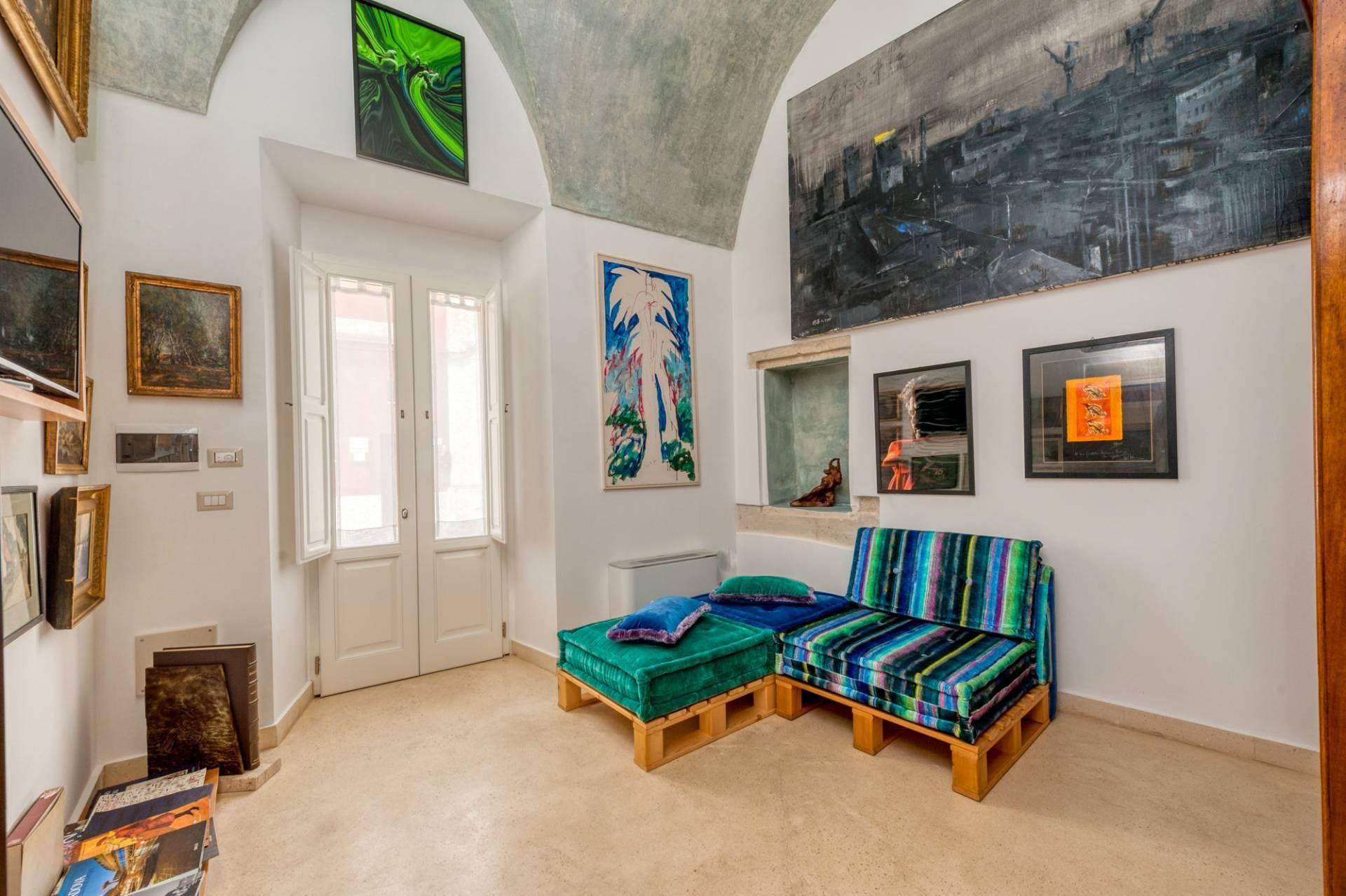 Palazzo in Affitto a Lequile: 5 locali, 500 mq - Foto 5
