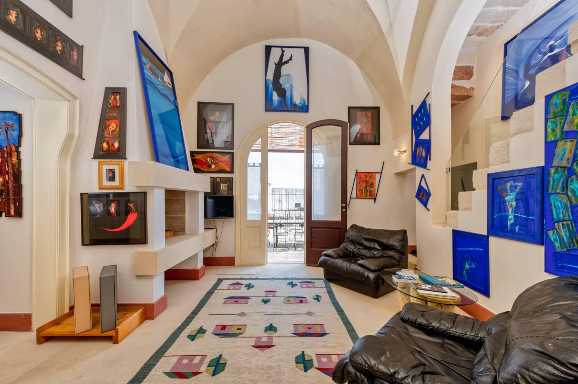 Palazzo in Affitto a Lequile: 5 locali, 500 mq - Foto 2