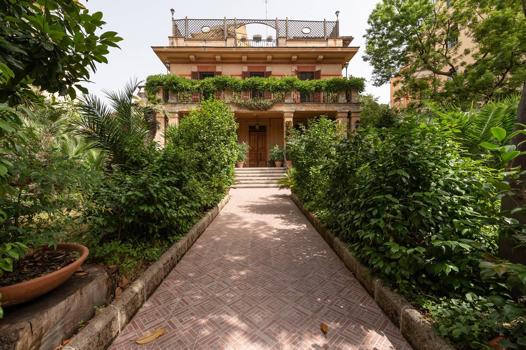 Villa in Vendita a Roma via peralba