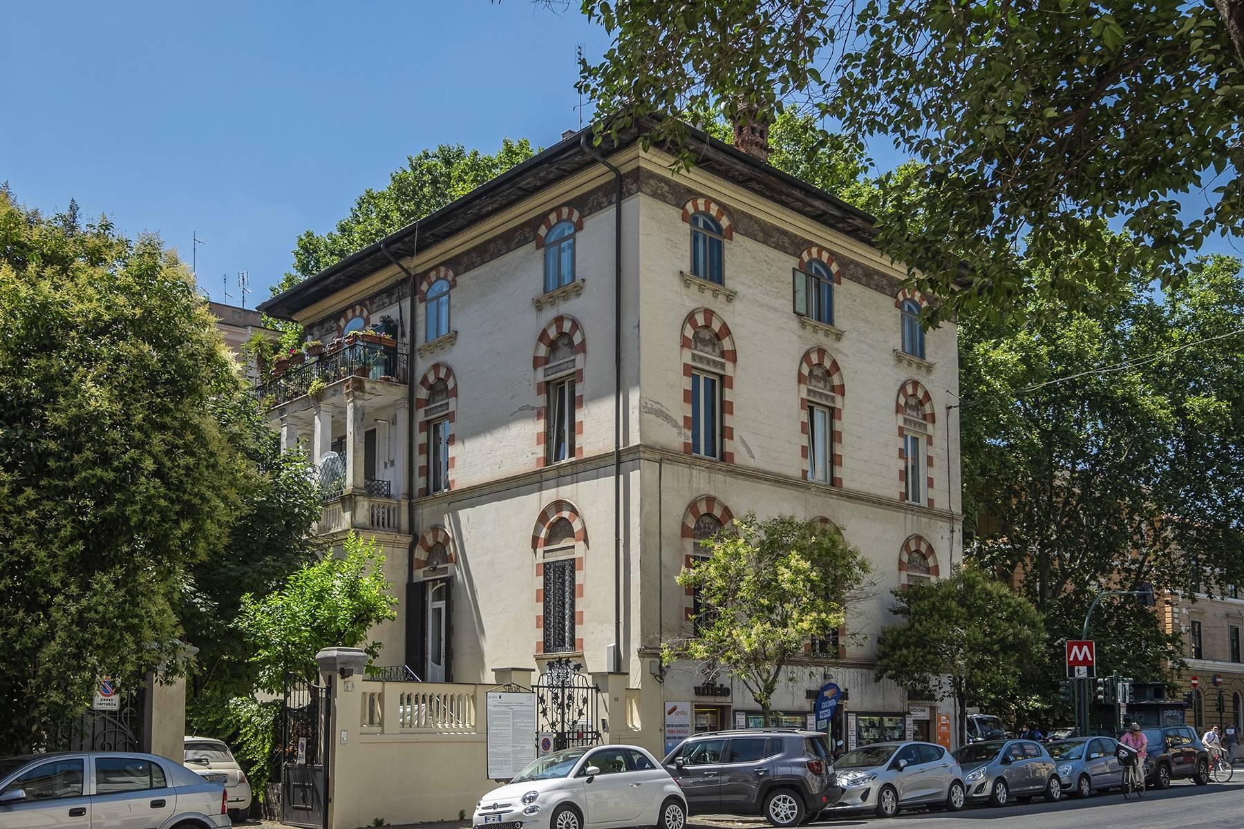 Appartamento in Vendita a Roma via viale giulio cesare