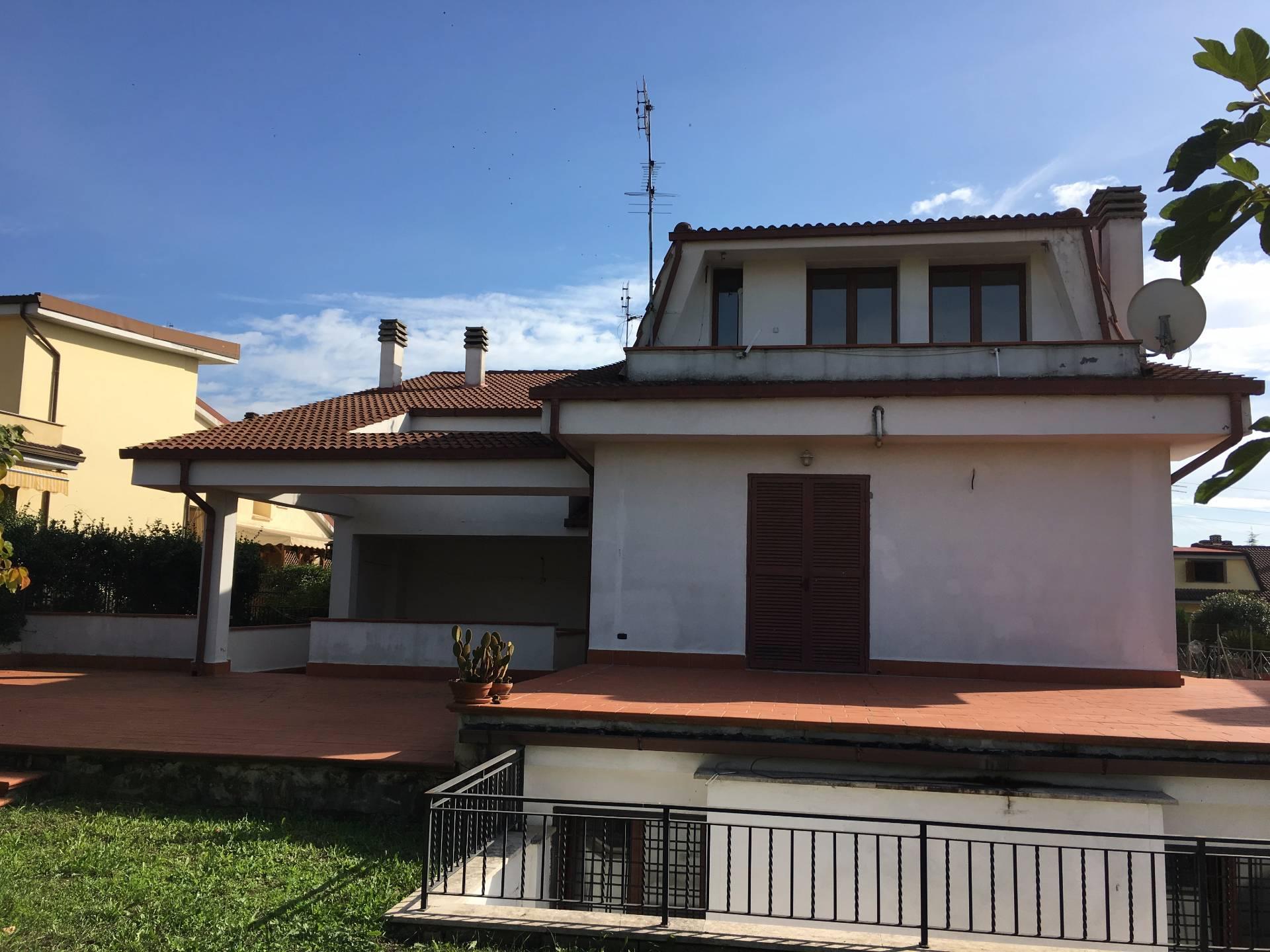 Villa Bifamiliare in vendita a Guidonia Montecelio, 7 locali, zona Località: ColleVerde, prezzo € 358.000 | CambioCasa.it