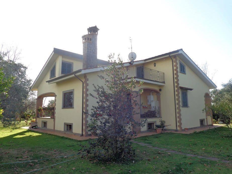 Villa in vendita a Lanuvio, 11 locali, zona Località: MonteGiove, prezzo € 520.000 | CambioCasa.it