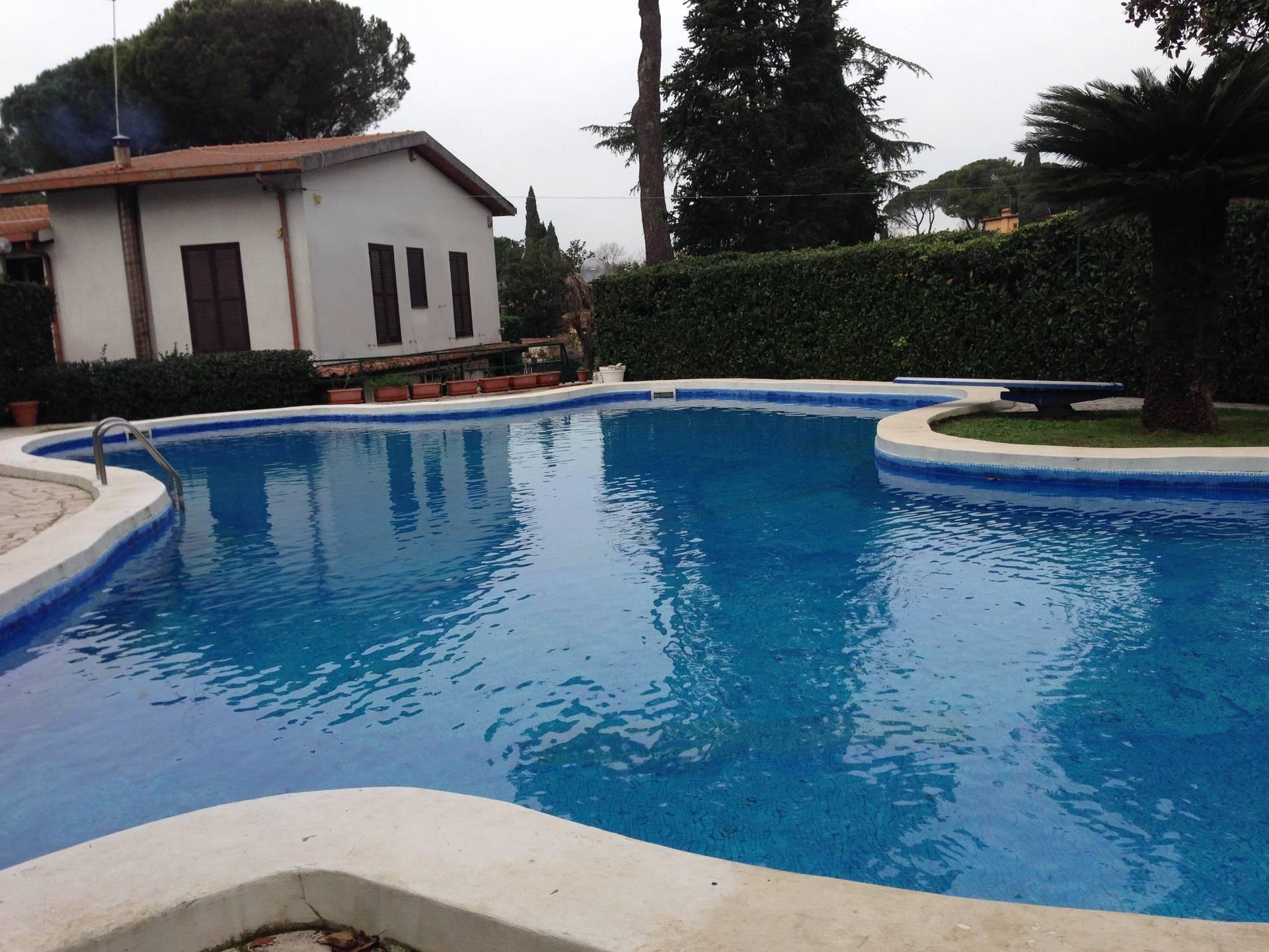 Villa in vendita a Roma, 9 locali, zona Località: PratoLauro, prezzo € 1.050.000 | CambioCasa.it