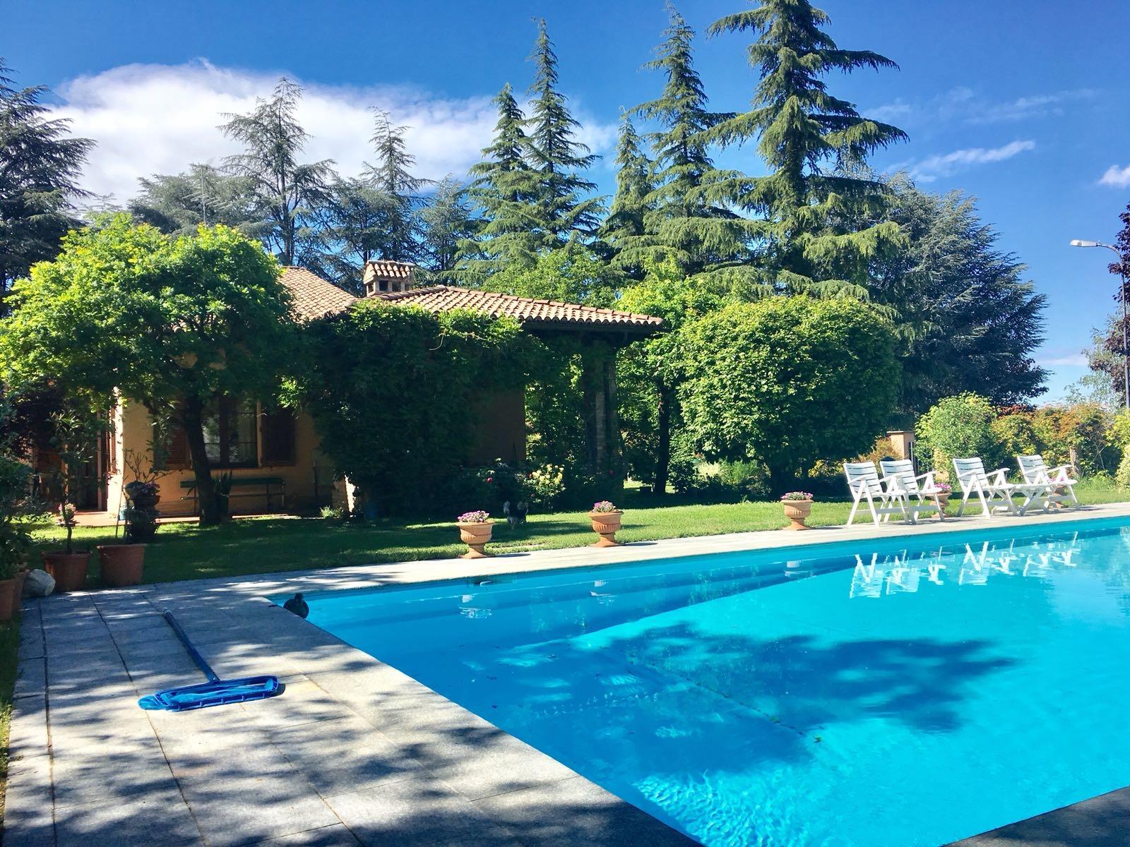 Cerco casa godiasco cerco a godiasco villa in vendita for Costo piscina seminterrato