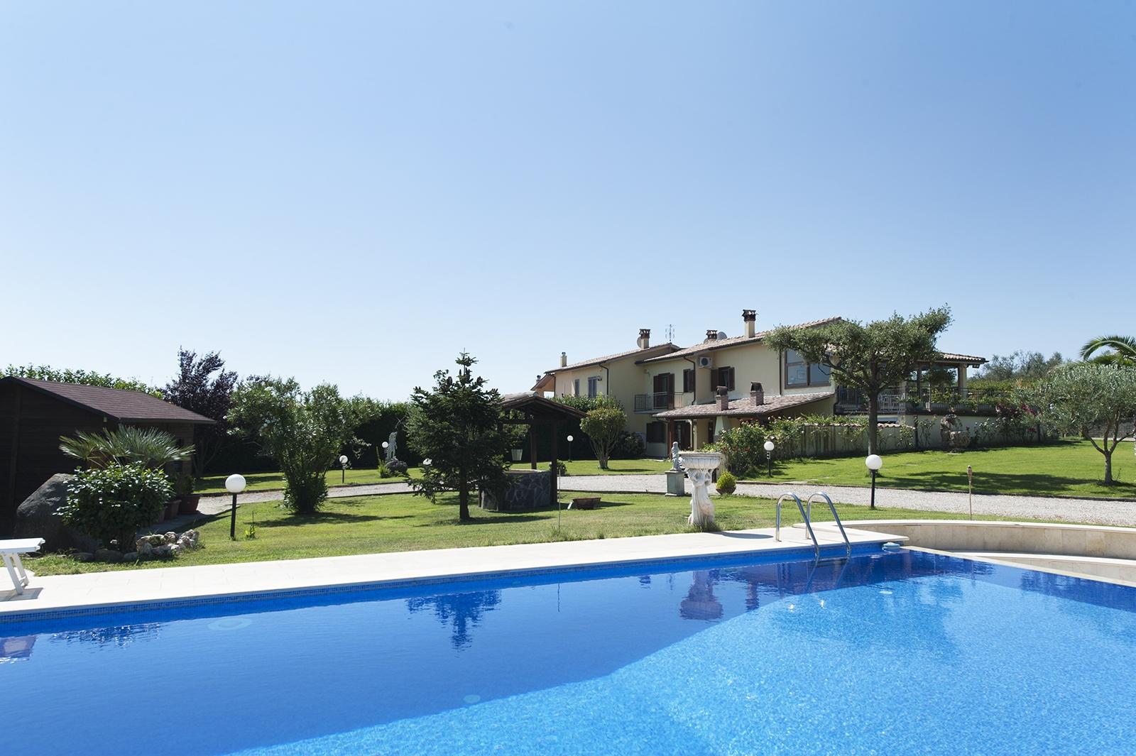 Villa in vendita a Monterosi, 7 locali, prezzo € 650.000 | CambioCasa.it