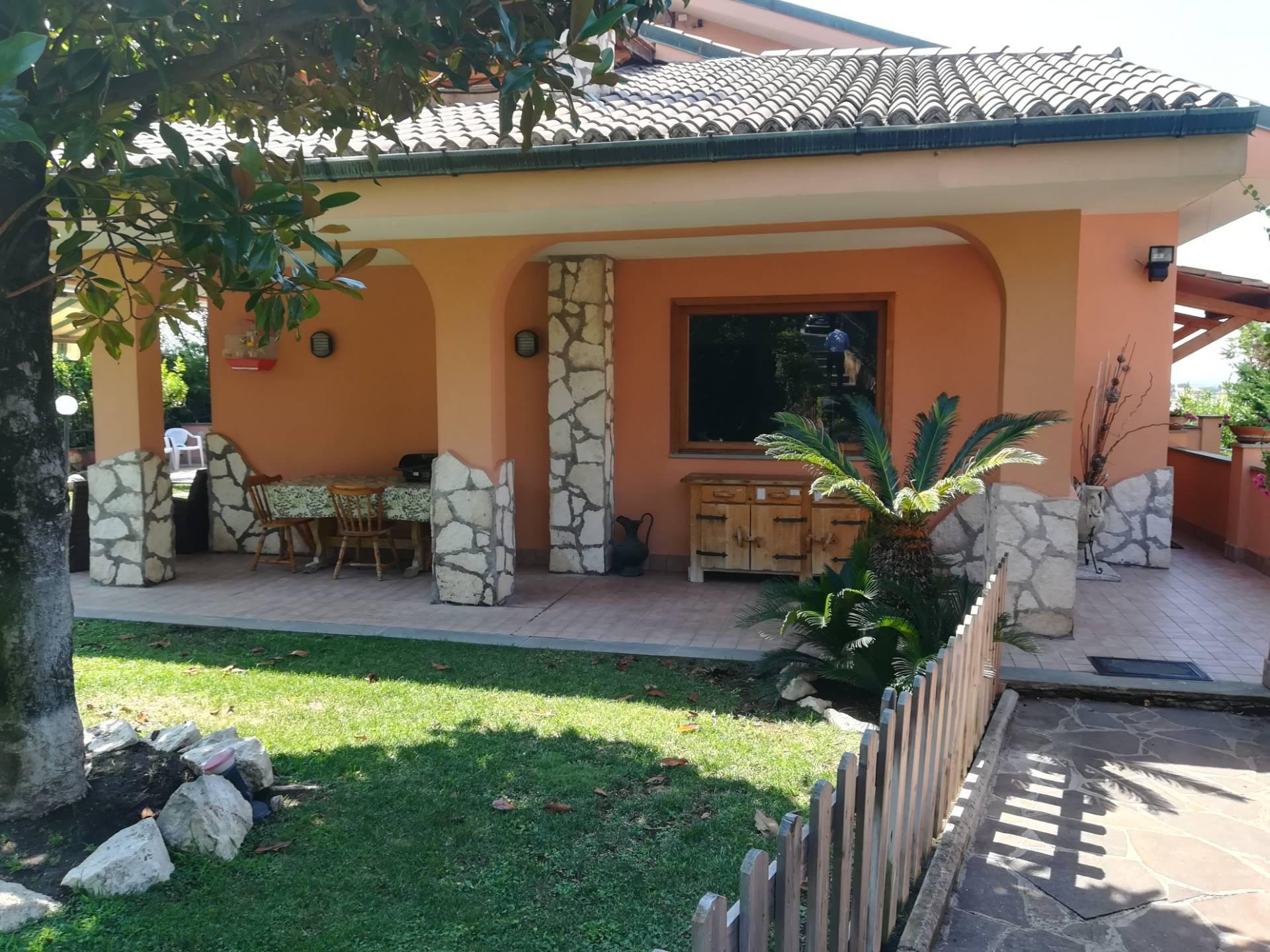 Villa Bifamiliare in vendita a Guidonia Montecelio, 9 locali, zona Località: ParcoAzzurro, prezzo € 398.000 | CambioCasa.it