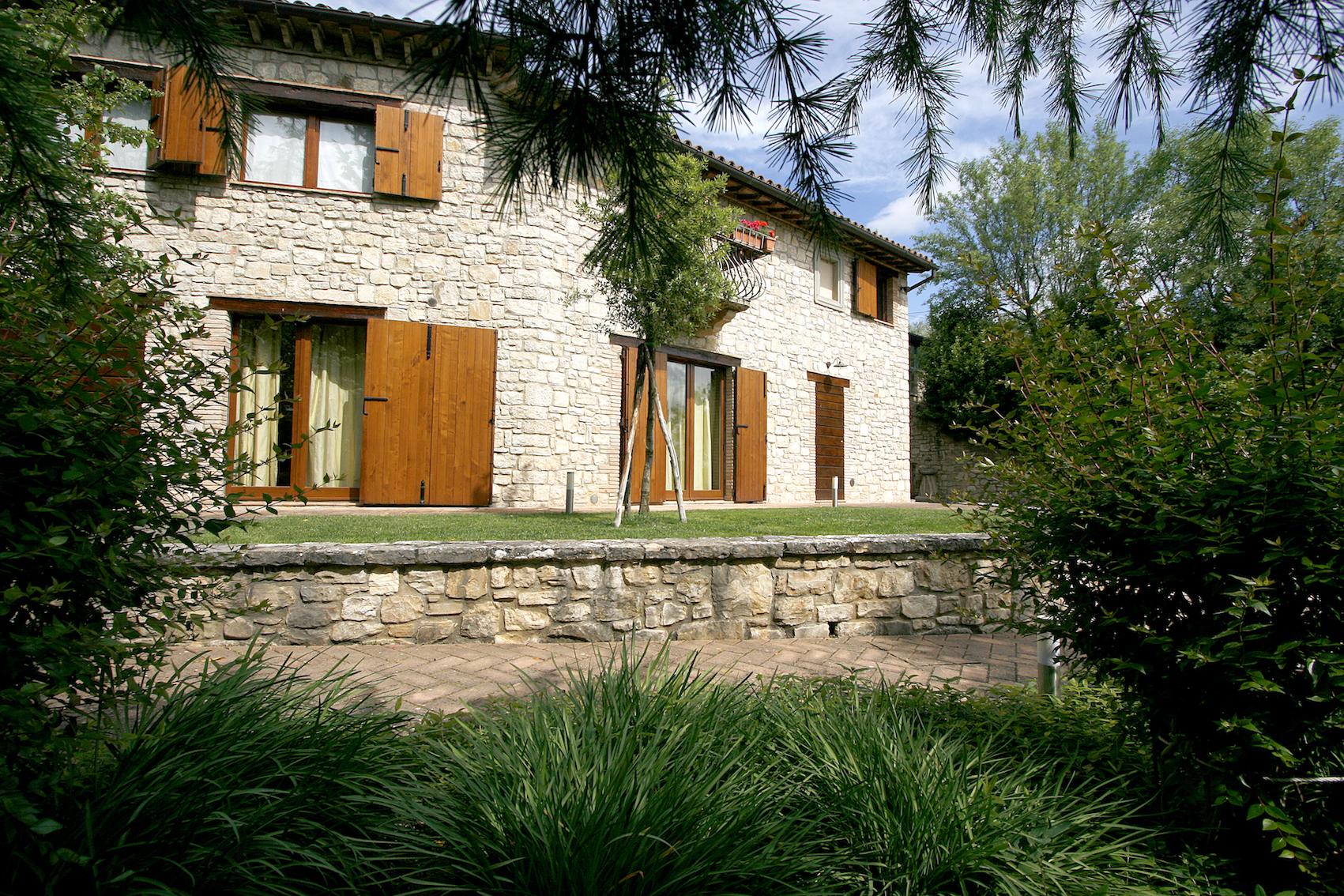 Villa in affitto a Todi, 11 locali, prezzo € 3.000   CambioCasa.it