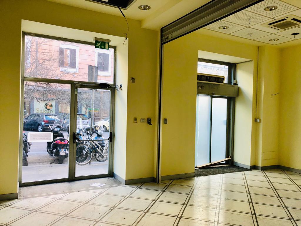 Locale negozio in affitto a roma cod v45 3409 for Affitto roma locale