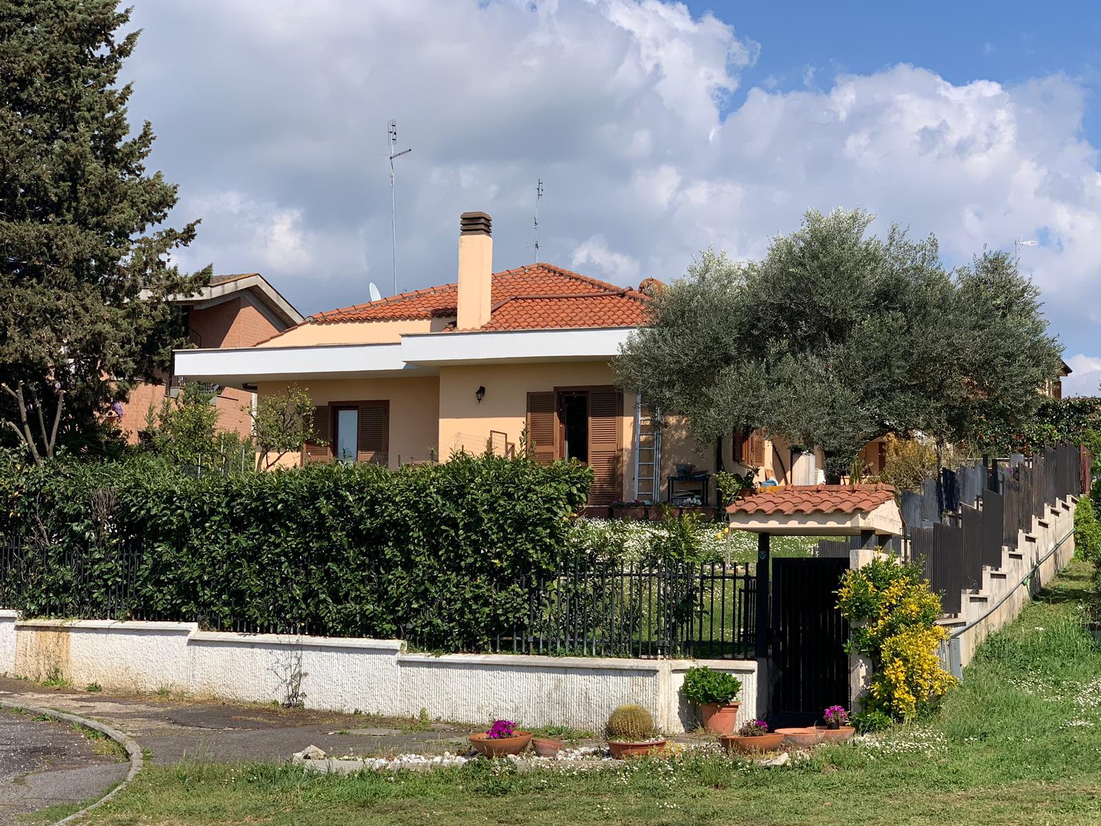 Villa Bifamiliare in vendita a Guidonia Montecelio, 7 locali, zona Località: ParcoAzzurro, prezzo € 378.000 | CambioCasa.it