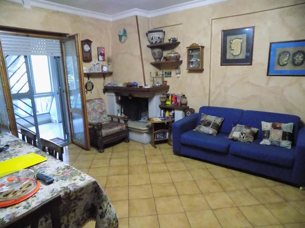 Appartamento in vendita a Lanuvio, 6 locali, prezzo € 165.000 | CambioCasa.it